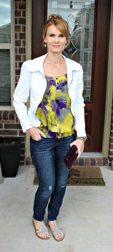Cute Outfit Ideas with white jacket 01
