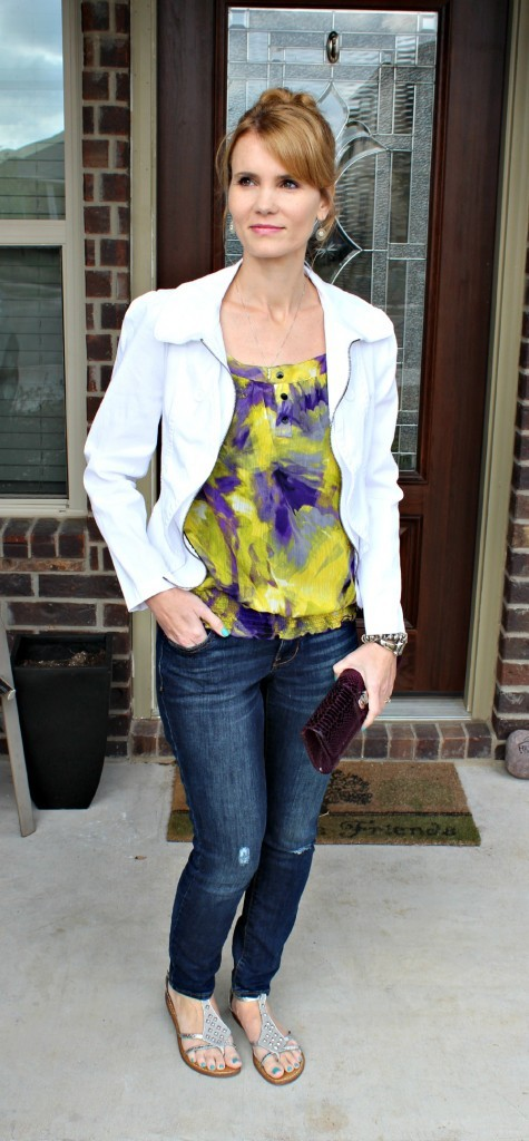 Cute Outfit Ideas with white jacket 02