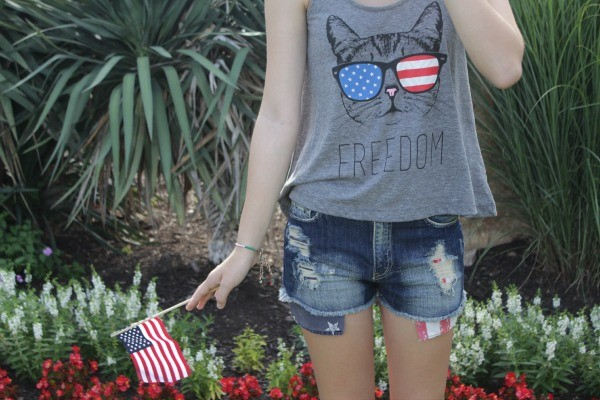 Outfit Ideas for July 4th, July 4th outfit ideas, cute outfit ideas for fourth of july, outfit ideas for teens, outfit ideas for moms