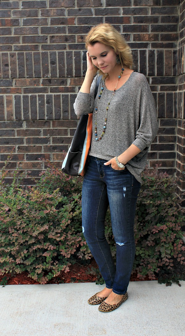 hi low crochet back sweater, outfit ideas, fall outfit ideas, outfit ideas for moms, real mom style, fall sweaters, hi low sweaters