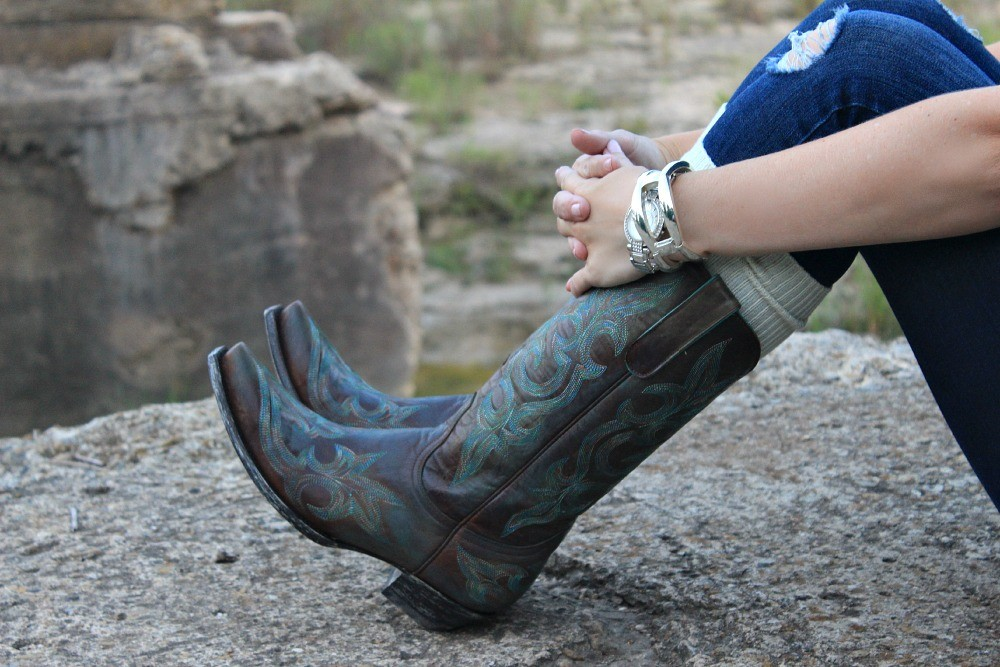 Fall-outfit-idea, cowboy boots, cowboy-boots-and-boot-socks, outfit-ideas-with-cowboy-boots