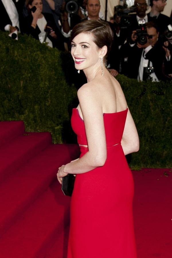 Anne Hathaway Pixie Haircut