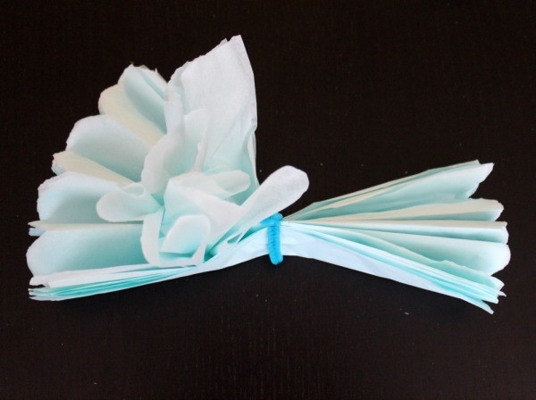 How to make easy tissue paper flowers 03