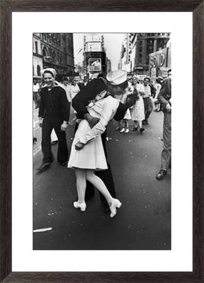 sailor clutching nurse in times square