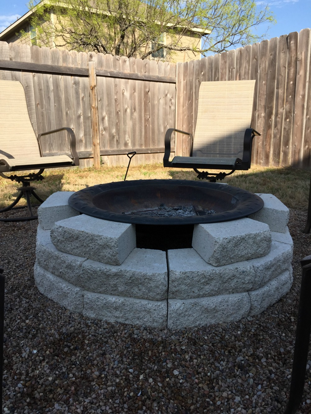 Fire pit ideas plus our own diy fire pit reveal mom for Fire pit ideas