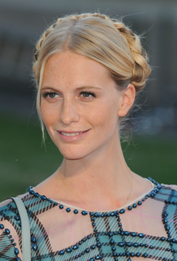 How to do a crown braid. Braid on Poppy Delevingne,