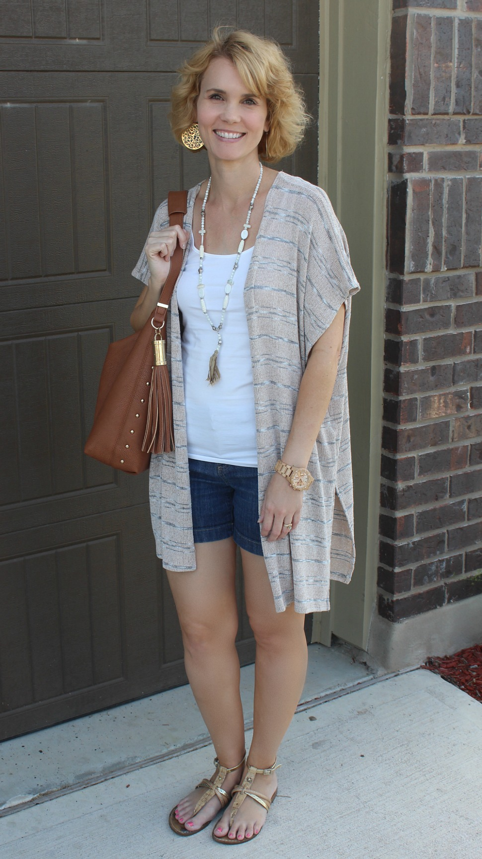 Summer Shorts Outfits for Moms
