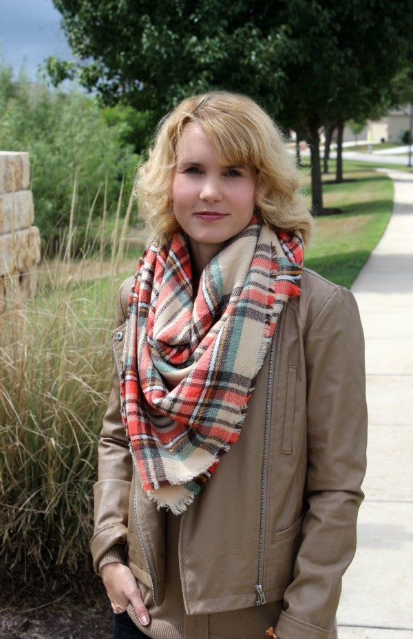 3 Blanket Scarf Outfit Ideas, Plus How to Tie One!