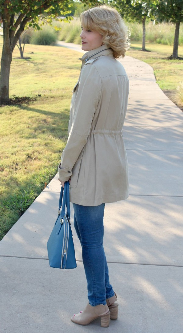 I like to be able to walk into my closet and put together an outfit in a minute or less. How do I do that? By having a few key pieces as my go-to's and adding on to them. Today I'm sharing with you five of my fall fashion favorites I feel are foundation pieces for your fall wardrobe.