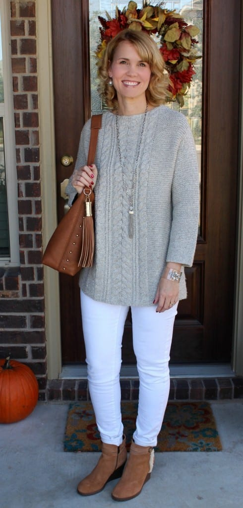 Fall Outfit Ideas featuring one of my favorite color combinations white + gray. Pair it with these perfect and so incredubly comfortable brown ankle boots, a purse to match and you have one perfect outfit for celebrating the cool season.