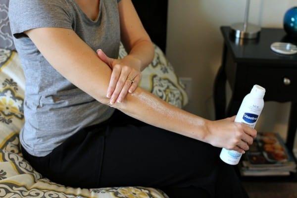 Vaseline Intensive Care Advanced Repair Spray Moisturizer-03