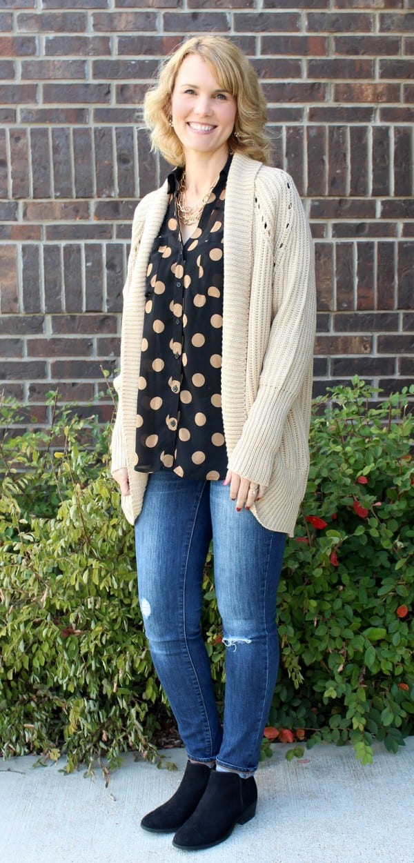 Welcome to Day 7 of 31 days of Fashion - tips, tricks and outfit ideas. Today's outfit idea features one of my favorite articles of clothing - the cardigan. Cardigan outfits are perfect for fall and this one I received is my new fall favorite.