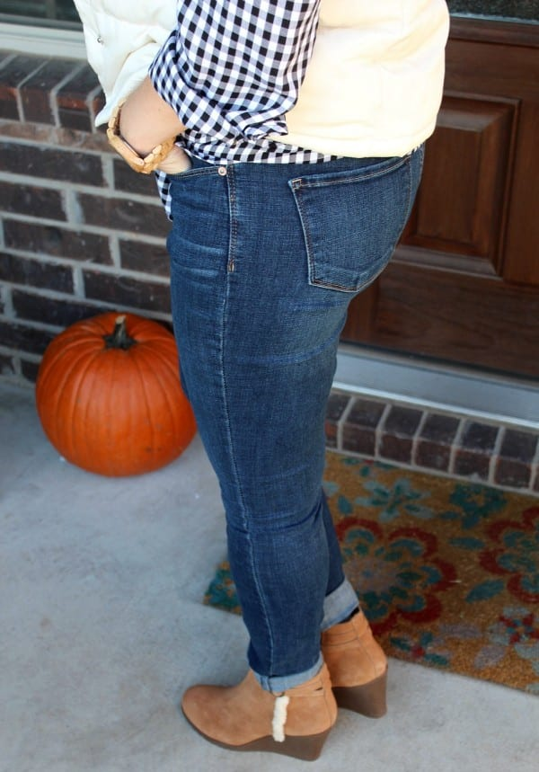 What makes the perfect tailgating outfit? For me it's all  about comfort, layers and style too. See what I put together to create my favorite tailgating outfit. Football and football parties are in full swing!