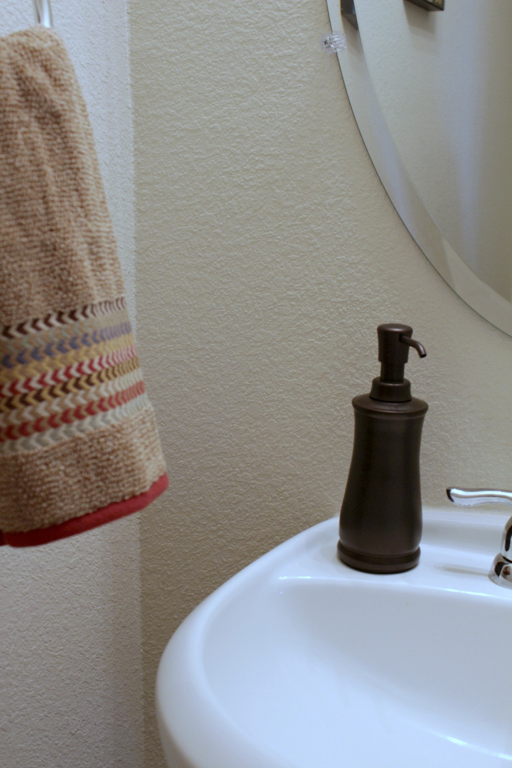 10 Tips for Getting the Guest Bathroom Holiday Ready | Mom ...