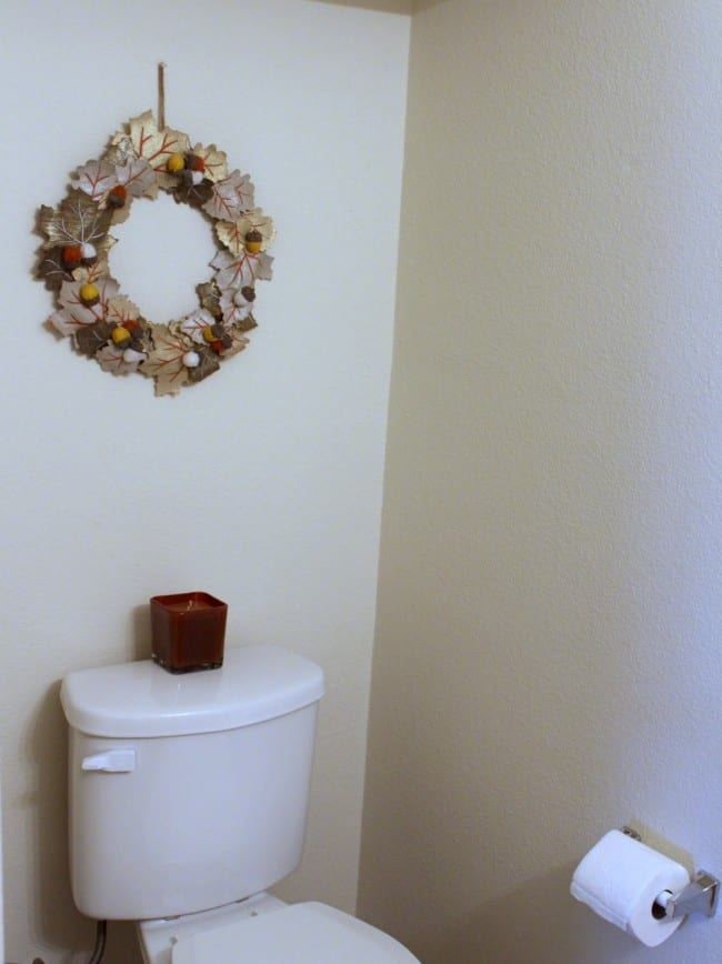 10 tips for getting the guest bathroom holiday ready mom for Redecorating a small bathroom