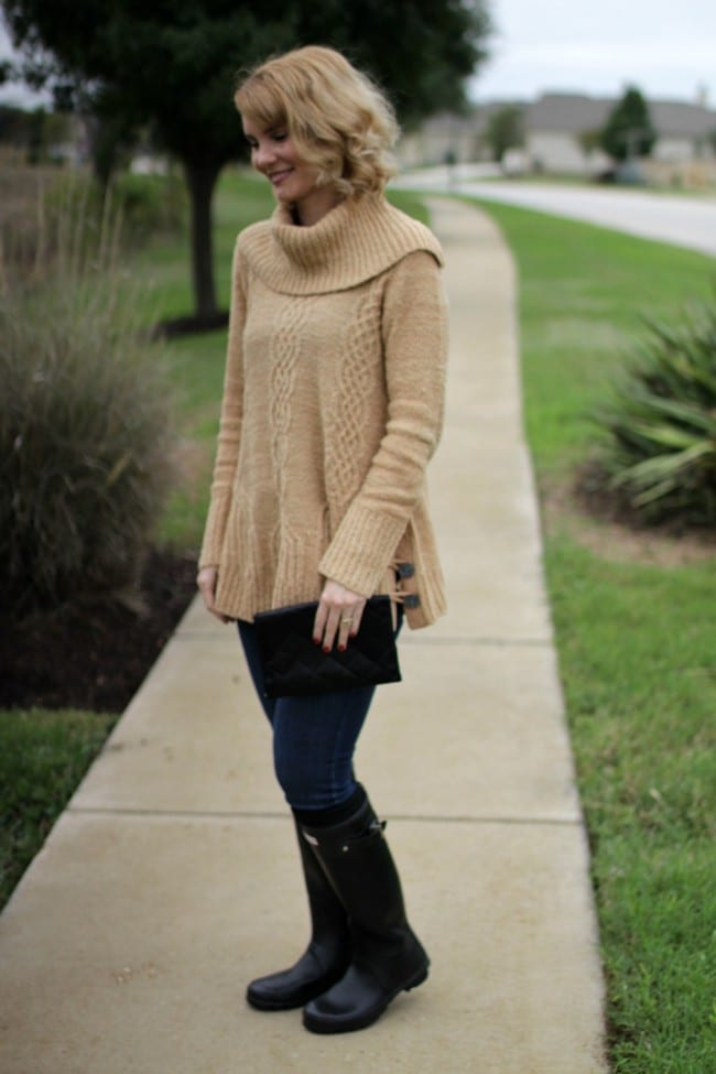 The perfect sweater makes for the perfect Hunter boots outfit.