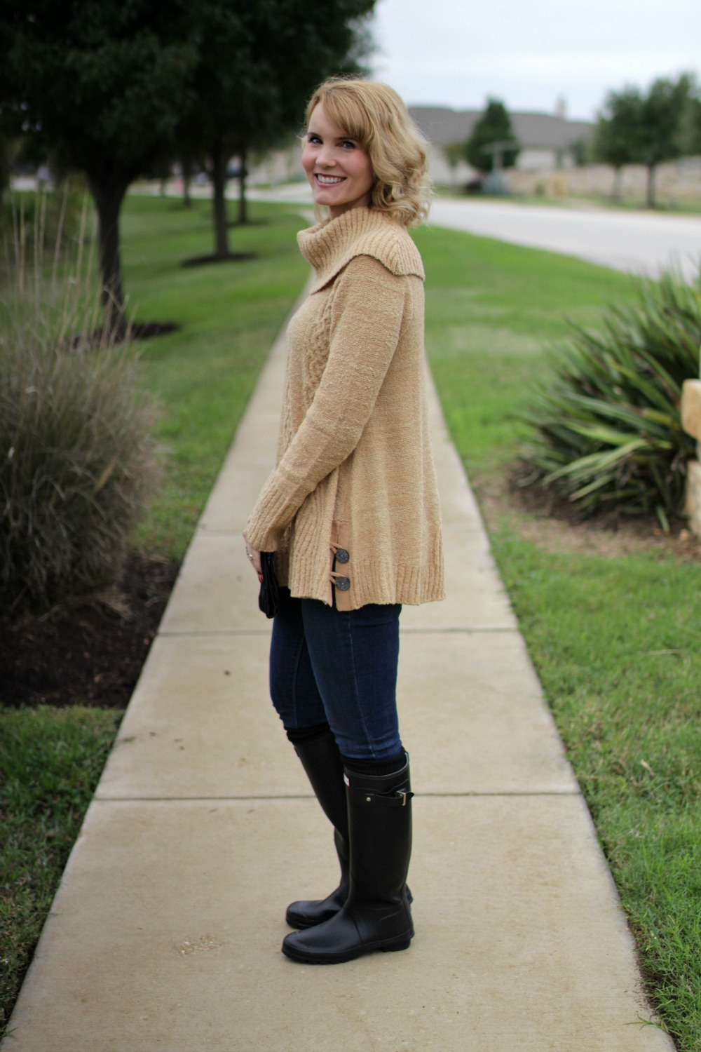 The Perfect Sweater + Hunter Boots | Mom Fabulous