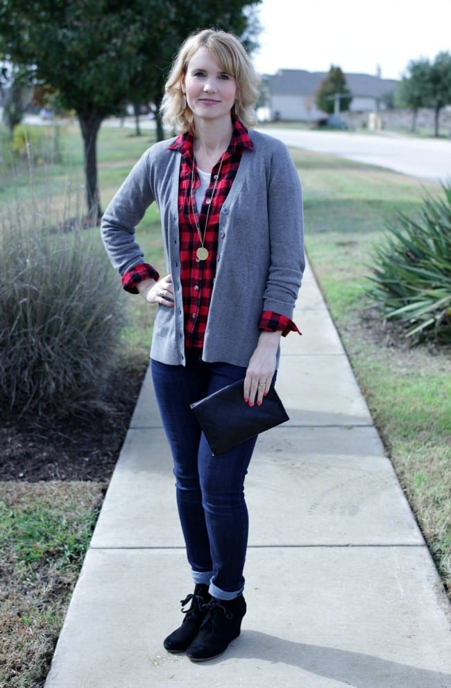 A casual and simple boyfriend cardigan outfit. Pair a red and black flannel with a neutral cardigan, jeans and booties for a great fall look.