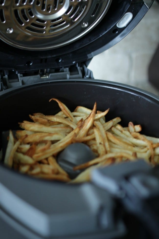 How to make french fries the easy way! Make fresh cut fries with low oil, low mess and low difficulty level. Get ready to dish up some crispy, salty, tasty fries for your family.