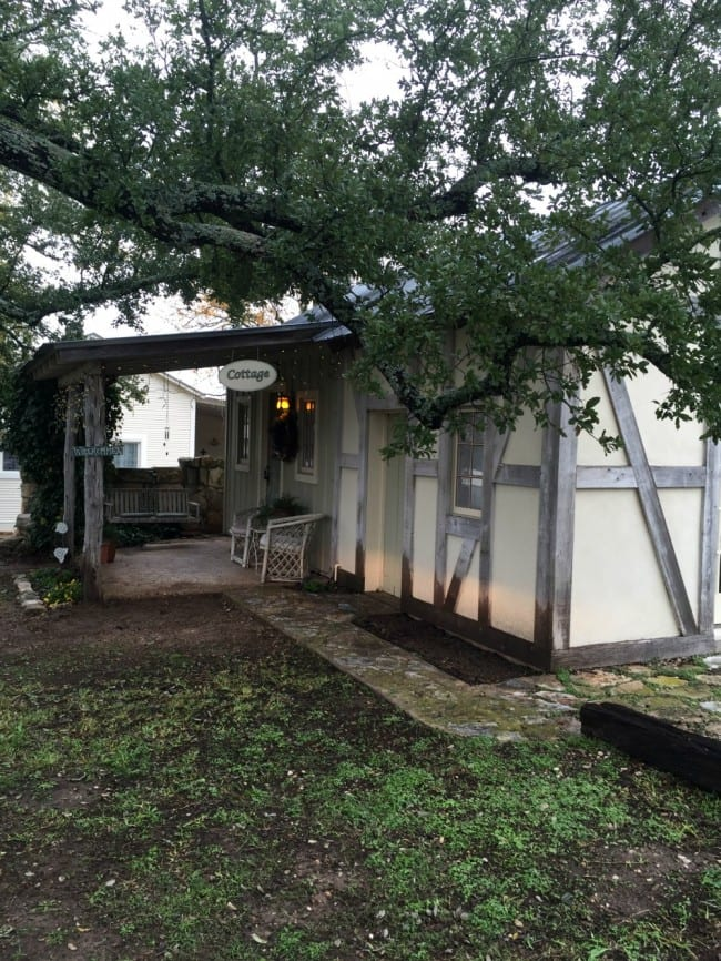 places to stay in Fredericksburg Texas-01