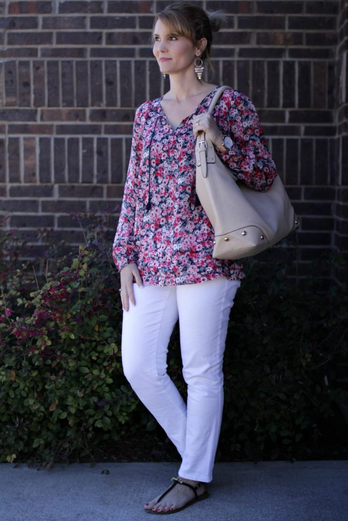 A floral shirt outfit perfect for your spring wardrobe. Pair it white denim and a cute pair of sandals and you're good to go!