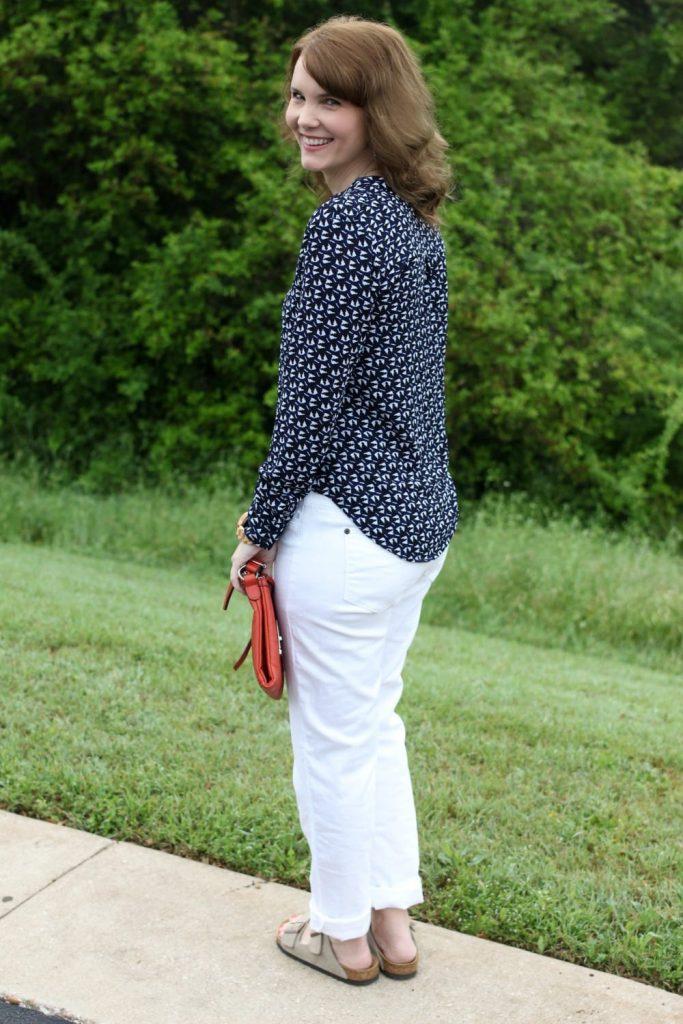 Spring fashion: White boyfriend jeans, Birkenstocks, button up shirt, orange handbag.