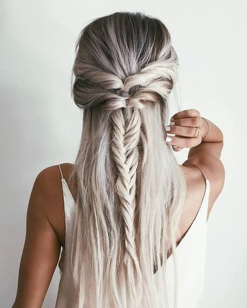 Check out 15 Stunning Half Up/Half Down Hairstyles at https://makeuptutorials.com/15-stunning-half-up-half-down-hairstyles/