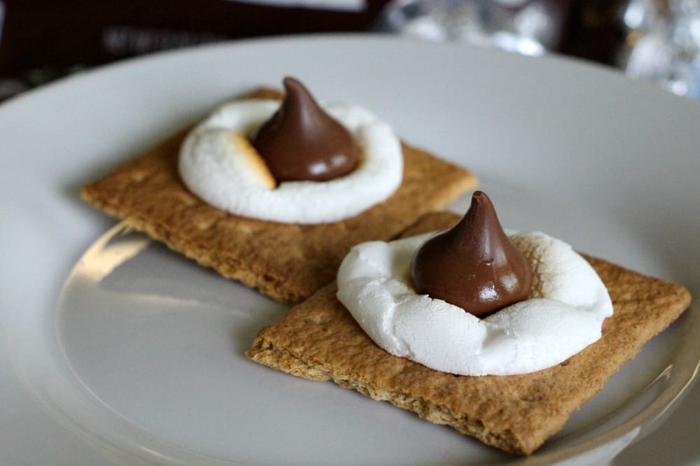 Simple Oven S'mores with HERSHEY'S KISSES | Mom Fabulous