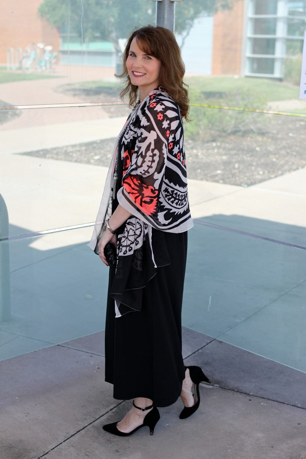 Looking for black maxi dress outfit ideas? Here are two ways to wear one: dressed up and down. This is the perfect versatile dress for summer and even into early fall.