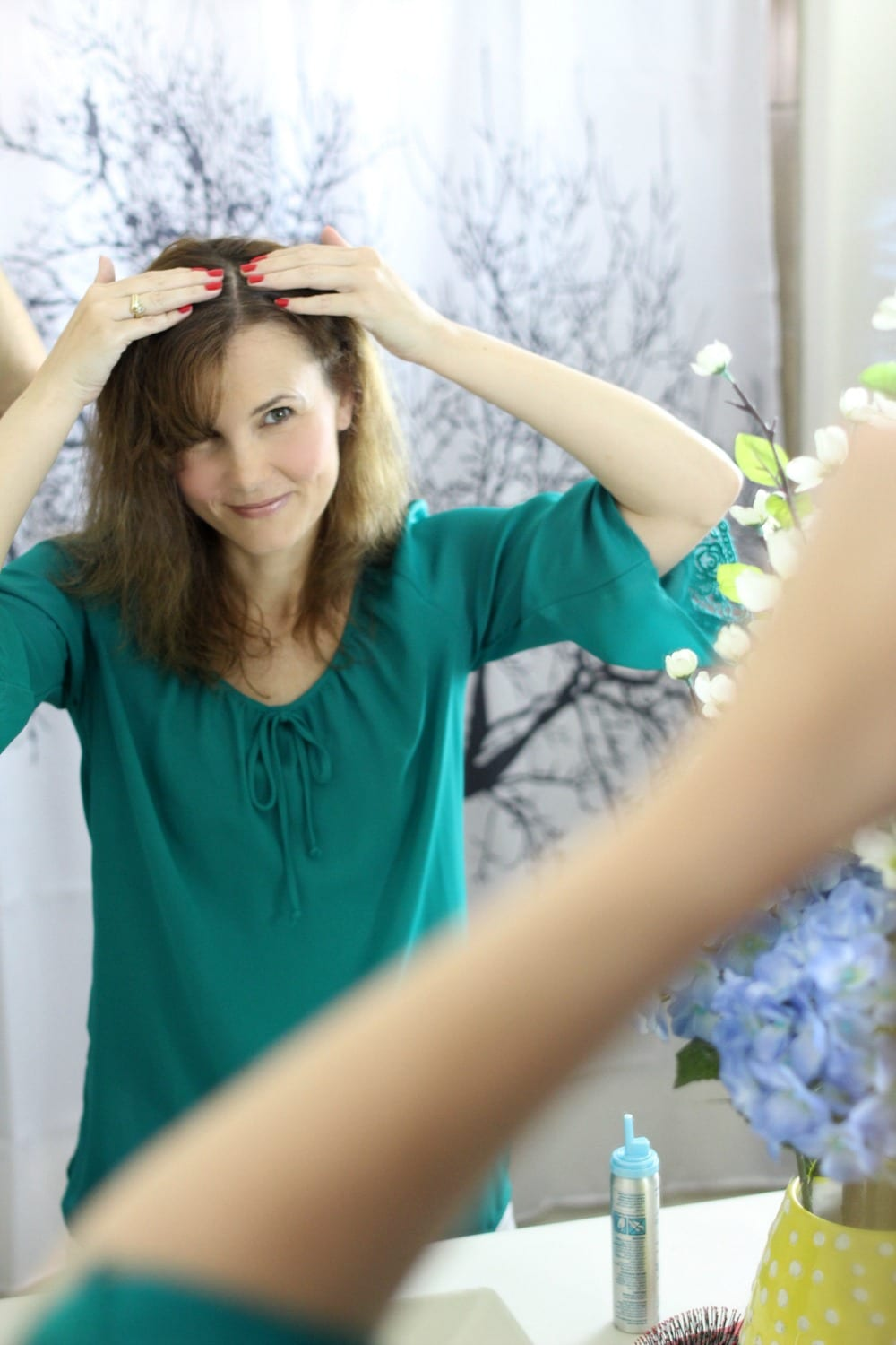 Are you looking for anti-aging hair care tips? Join me and celebrity stylist Jill Crosby as she shares some tips on hair styling, thinning hair and more.