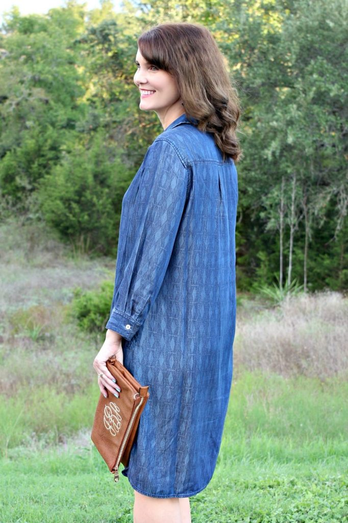 If you're on the hunt for effortless dresses for fall, I have just the one for you. This Indigo Geometric Print Dress from Foxcroft is an easy to wear dress that is all about style and comfort.