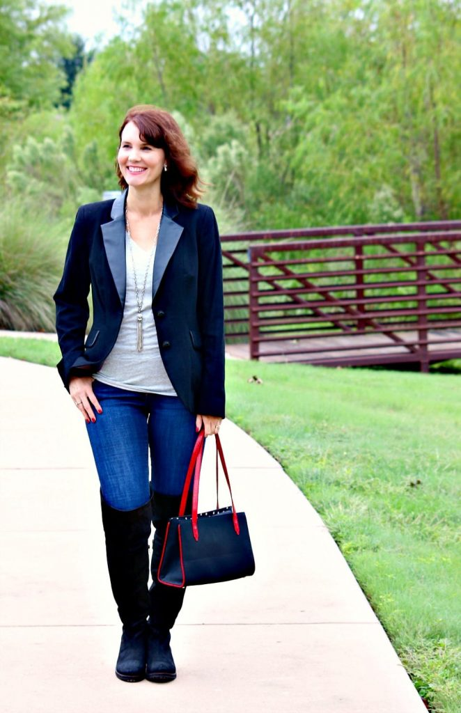 Your go-to black blazer outfit for all of your fall fashion needs. Pair a blazer with your favorite tee, denim and knee high boots for a nice mix between casual and dressy.