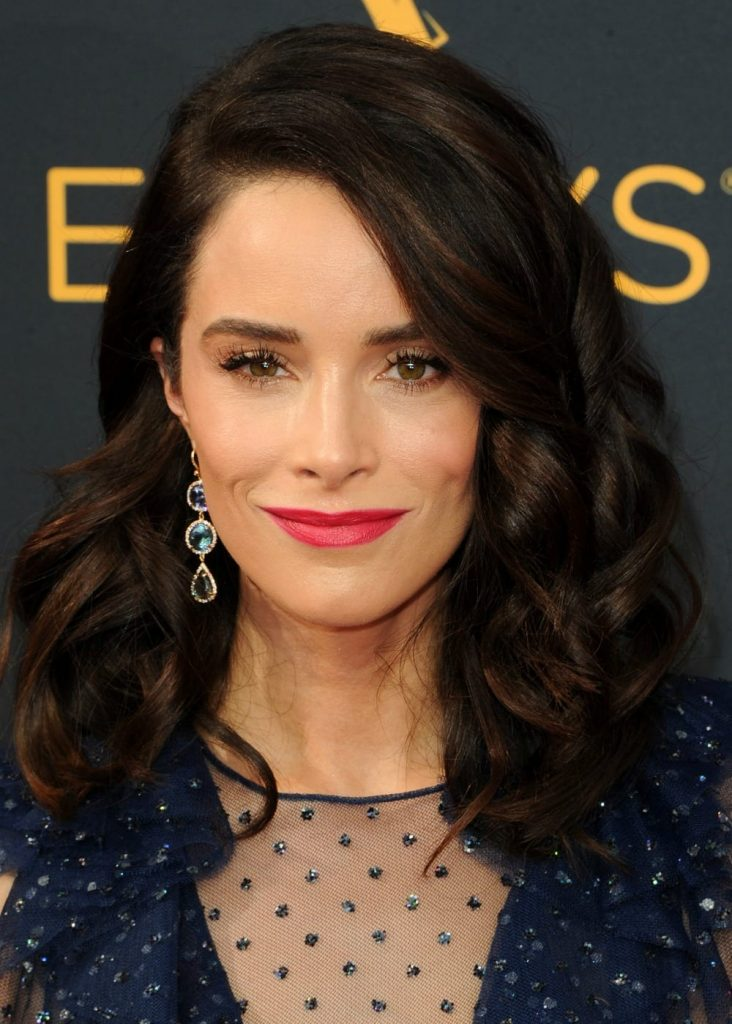 Of course the gowns are incredible at the Emmy's and gain lots of attention, but what I love is all of the celebrity hairstyles! Click through to see all of the gorgeous celebrity hair from gals like Kerry Washington, Ellie Kemper and Kristen Bell.