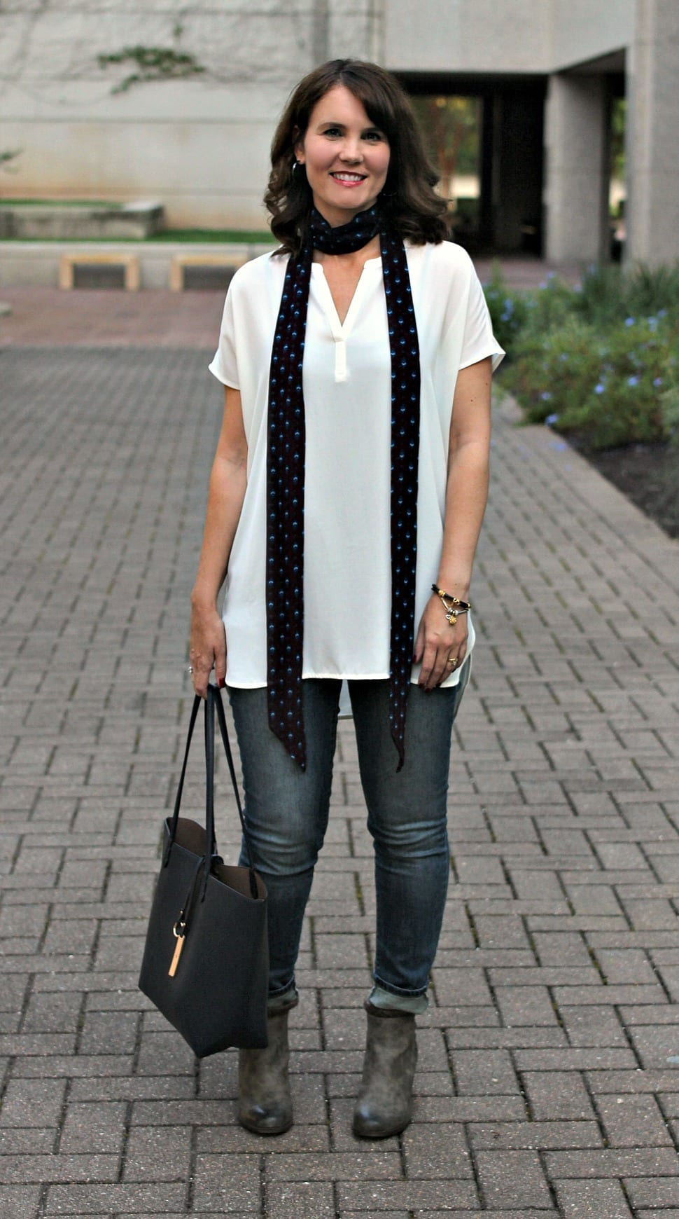 ac1094bdf999 Fall Outfit idea  Pair a skinny scarf with a tunic