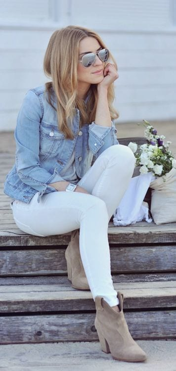 How to wear white denim in winter - I love this look so much! Gray tee, denim jacket, white jeans and nude boots. Perfection.