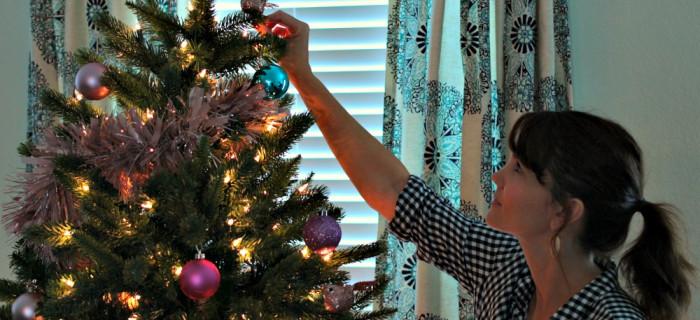 tree-classics-artificial-prelit-christmas-tree-03