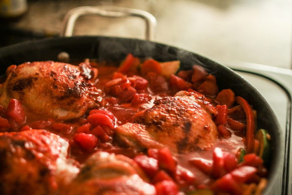 An easy one pot meal idea perfect for chicken and veggie lovers.
