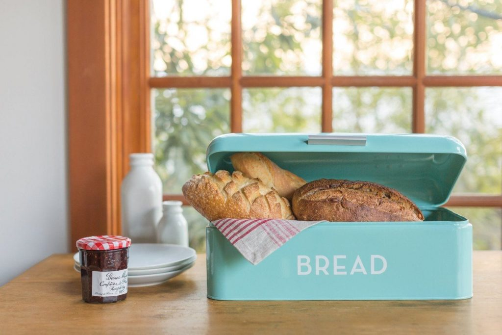 Retro Kitchen Accessories - Bread bin