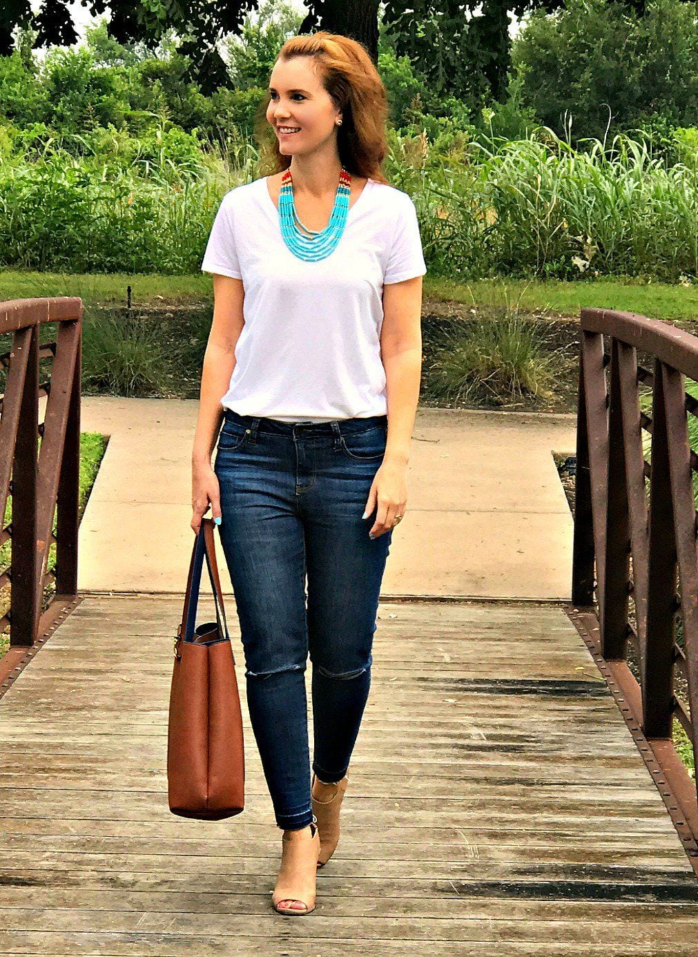 how to dress up a white t shirt and jeans mom fabulous