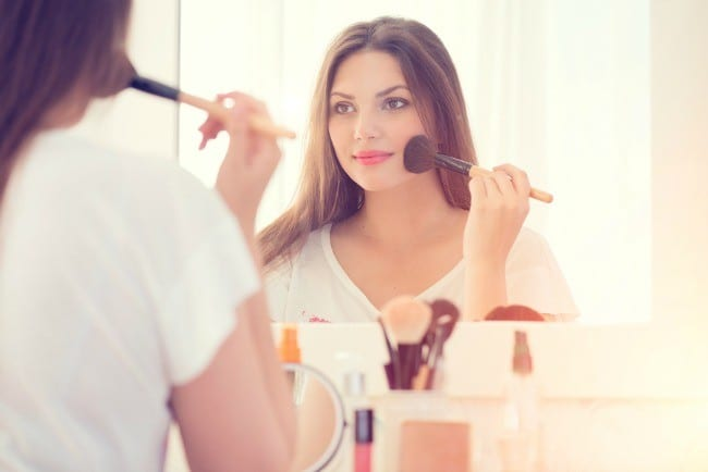 Get the scoop on the easiest ways to make your face look thinner! Whether you've gained a little weight in your face or you just have a naturally round face shape, there are quite a few ways to make to slim your face.