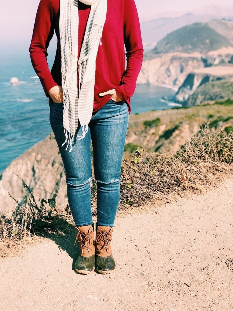 A simple and stylish fall duck boots outfit. Duck boots are perfect for cold, wet weather or fall and winter trips to the beach. I've been wearing mine non-stop. #duckboots #fallfashion #falloutfits