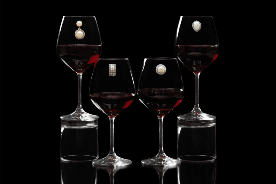 Gift ideas for the wine enthusiast.