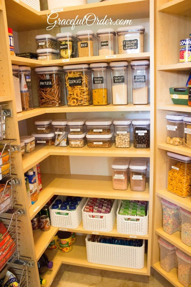 Kitchen organization ideas that you can really use! You don't want to miss these tips to spruce up your kitchen!