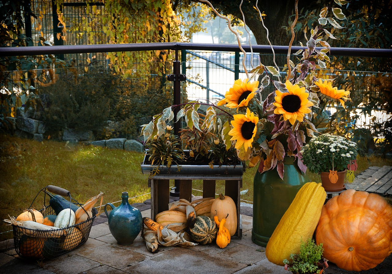 5 Quick and Easy Front Porch Halloween Decorations